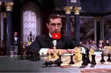 Джеймс Бонд играет в шахматы