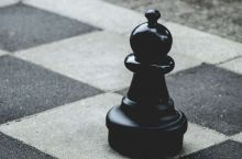 Классическая жертва слона на поле h7 в шахматах